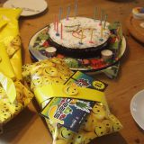 Kuchen, Geschenke, Kerzen und natürlich Geburtstagslieder dürfen auf keiner Geburtstagsfeier fehlen
