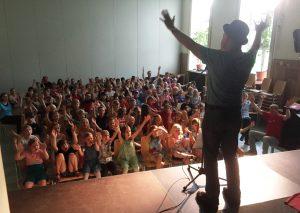 Magic Moment with the Melonman: Robert Metcalf in der Christlichen Schule Kiel
