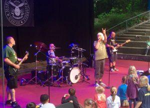 Die Bielefelder Punkrocker von Randale präsentieren auf der Krusenkoppel Käpt'n Wurstsalat