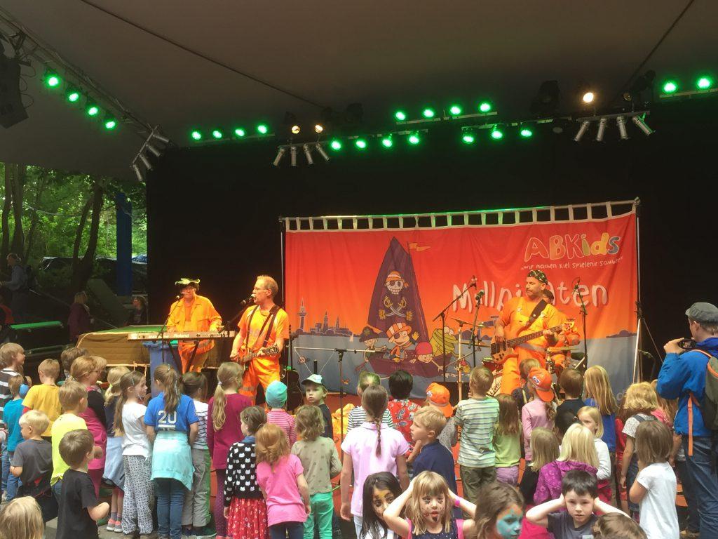 1.500 Besucher hatten Spaß beim Auftakt-Konzert von Matthias und der Zappelbande