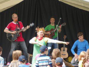 Matthias Meyer-Göllner, Kristian Ruffert und Astrid Hauke alias Lieselotte Quetschkommode auf dem Kindermusikfestival in Wangerooge 2016