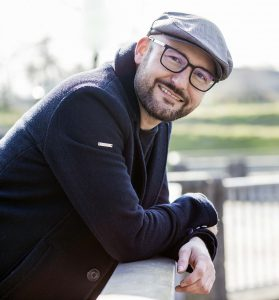 Daniel Sommer (Dipl. Sozialpädagoge und Musikschulleiter gitarrissimo)