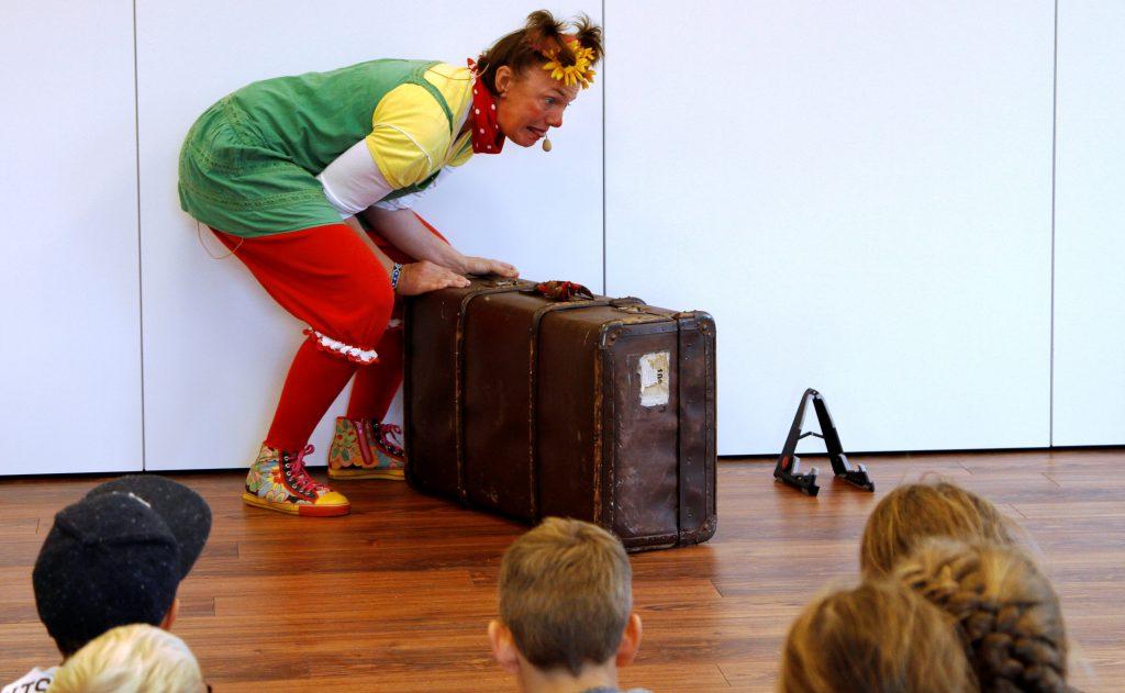Was ist wohl in dem Koffer von Lieselotte Quetschkommode?