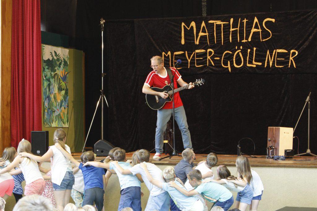 """Matthias Meyer-Göllner auf der Bühne beim """"Tag des Kinderliedes"""""""