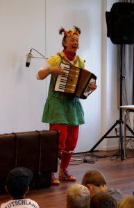 LIeselotte Quetschkommode alias Astrid Hauke