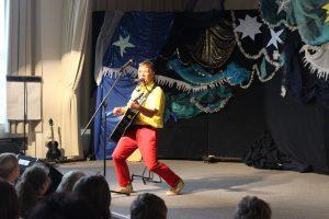 Kinderliedermacher Geraldino berichtet von seinem in mehrfacher Hinsicht schweißtreibenden Auftritt.