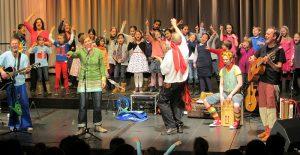 Viel Spaß bei der Gala des Kinderliederfestivals in Mönchengladbach: Doch inwiefern können Kinderlieder die Entwicklung von Kindern beeinflussen?