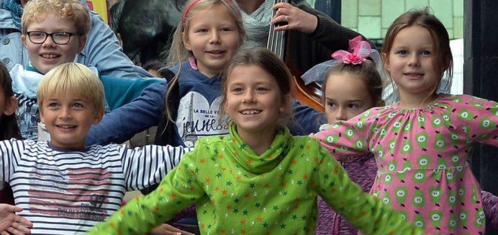 """""""Wir schreiben Lieder, die Kinder auch singen und verstehen können"""": Imke Burma über das Projekt """"Bremen so frei""""."""
