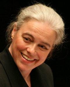 Susanne Gläß, die Musikdirektorin der Universität Bremen, leitet den Unichor und das Orchester