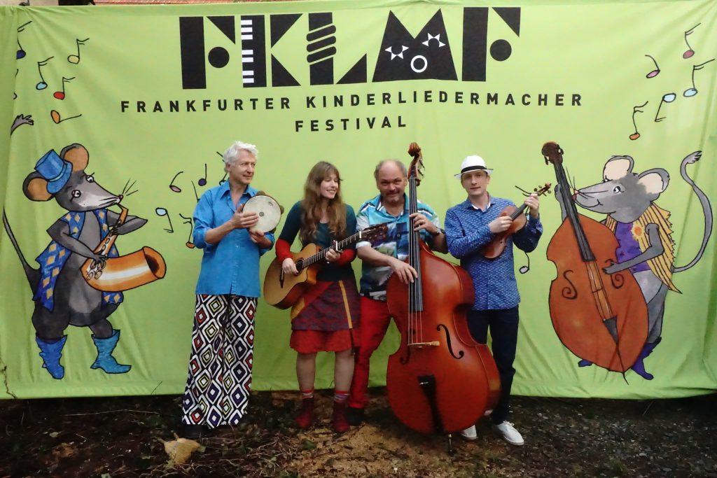 Rolf Grillo, Beate Lambert, Ferri (Georg Feils) und Toni Geiling beim 14. Frankfurter Kinderliedermacherfestival