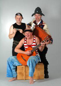 """Seit 1988 entern die """"Löffelpiraten"""" die Kinderbühnen und nehmen mit Witz und Musik ihr Publikum mit auf die Reise."""
