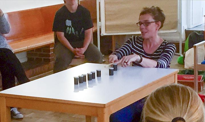 Elke Kamper lehrte im Grüntöne-Workshop viele neue Spiele für Wald und Natur.