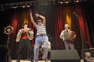 Virtuos, kindgerecht und mit Herz - Die Löffelpiraten feiern mit ihren Fans.