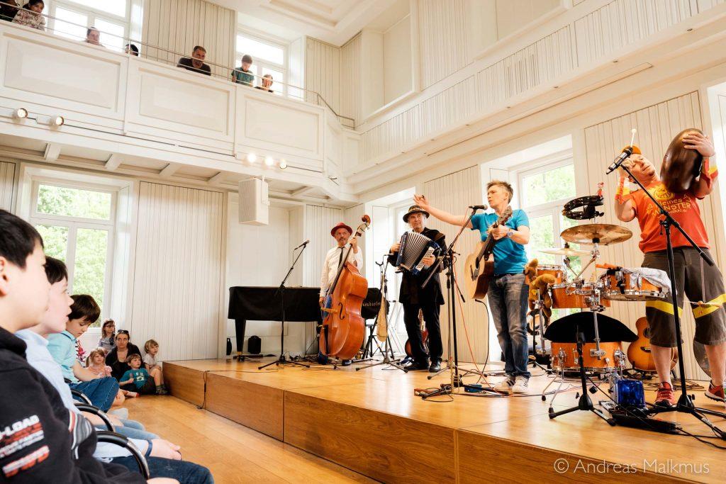 Von leise bis laut, von Poesie bis Party: Die Künstler auf der Bühne des 15. Kinderliedermacherfestivals in Frankfurt