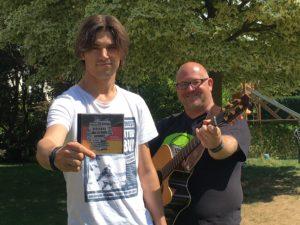 """Sven Kreinberg und Sebastian Dold von KrAWAllo präsentieren ihre neue CD """"Mitten in Deutschland"""""""